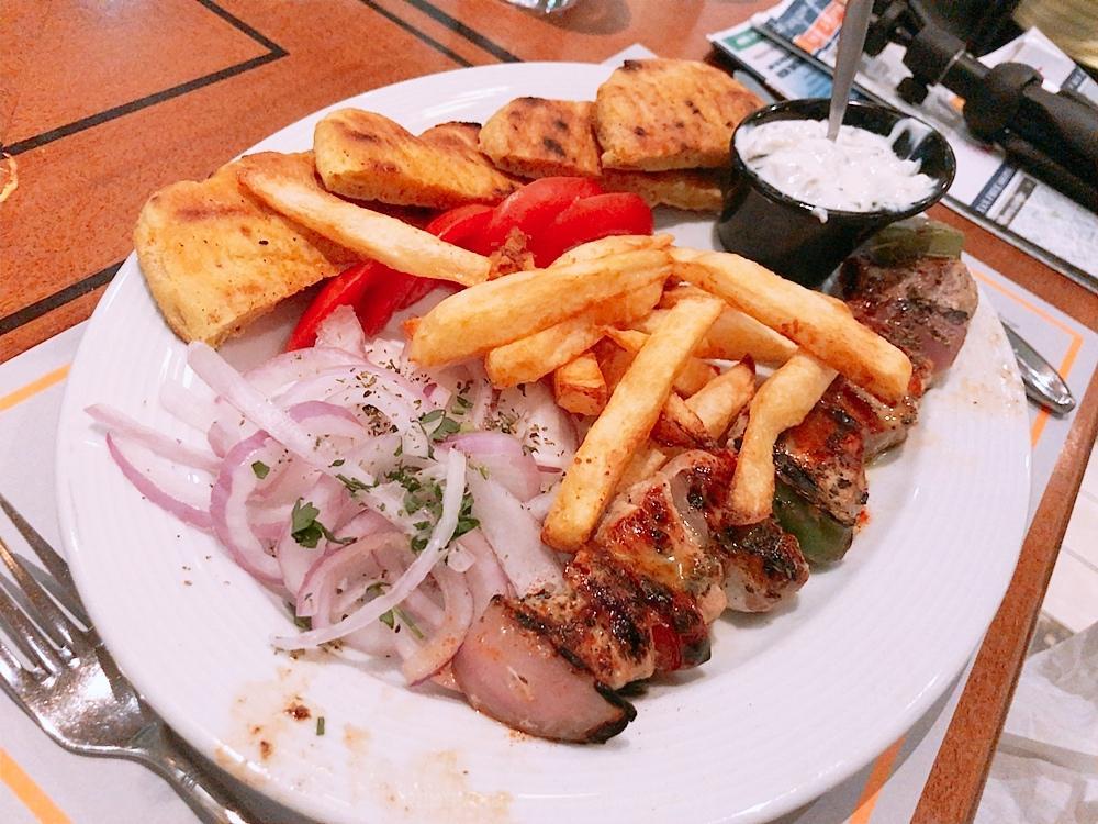 Athinaikon Restaurantでディナー