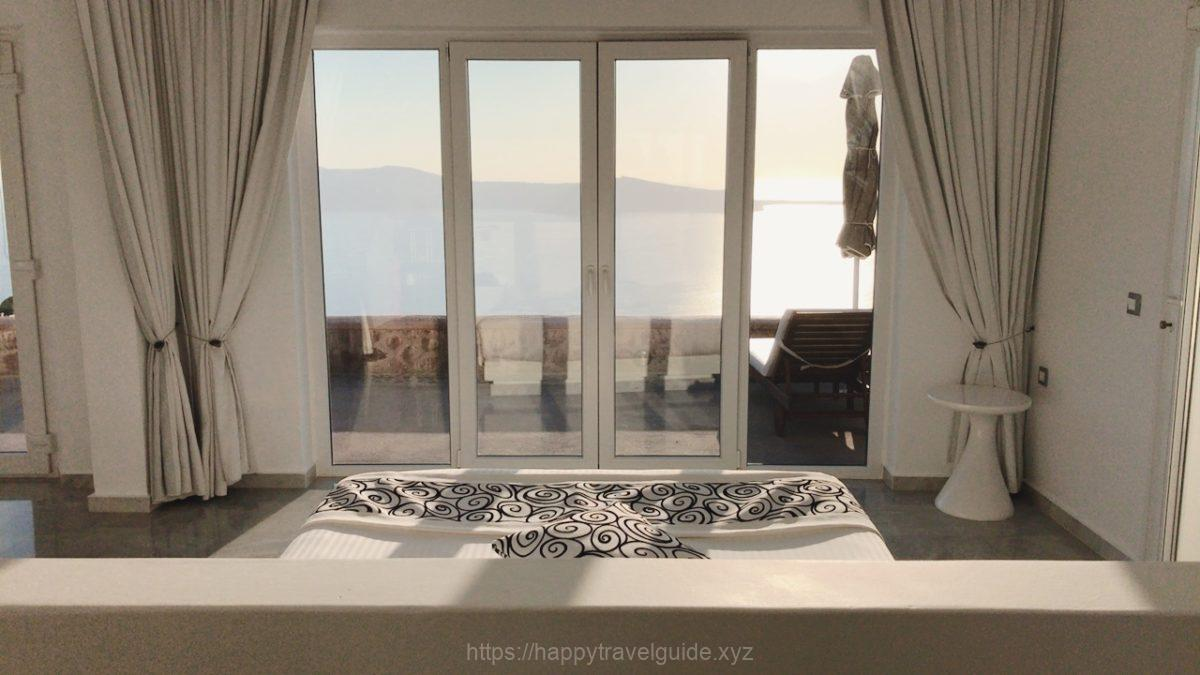 Anastasis Apartmentsの大きな窓からの眺め